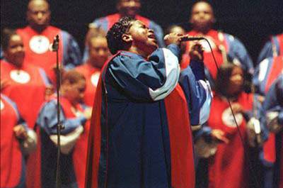 una de las solistas del Alabama Gospel Choir