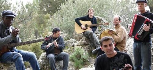 foto de los musicos en una imagen promocional