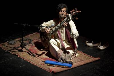 Saeed Khan, multi instrumentista