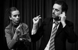 escena de la pera del olmo con sus dos actores fotografiados en blanco y negro